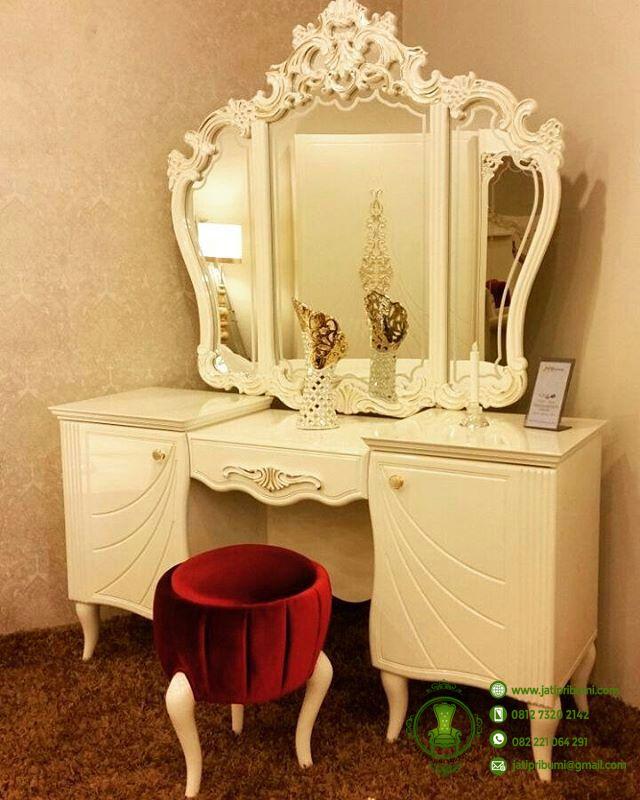meja-rias-minimalis-warna-putih-cream